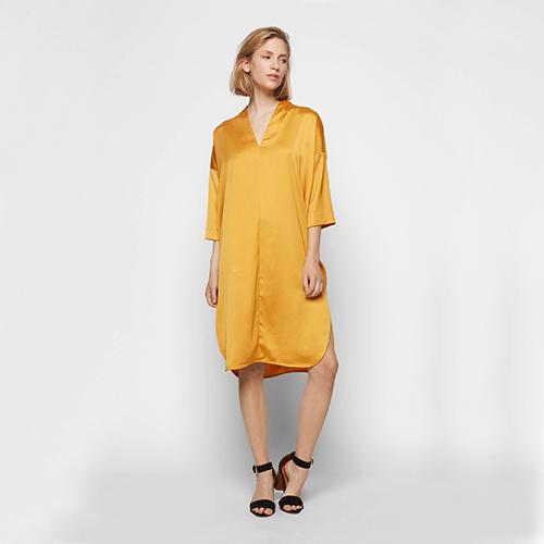 Seidiges Kleid, ca. 21 Euro, von Edited