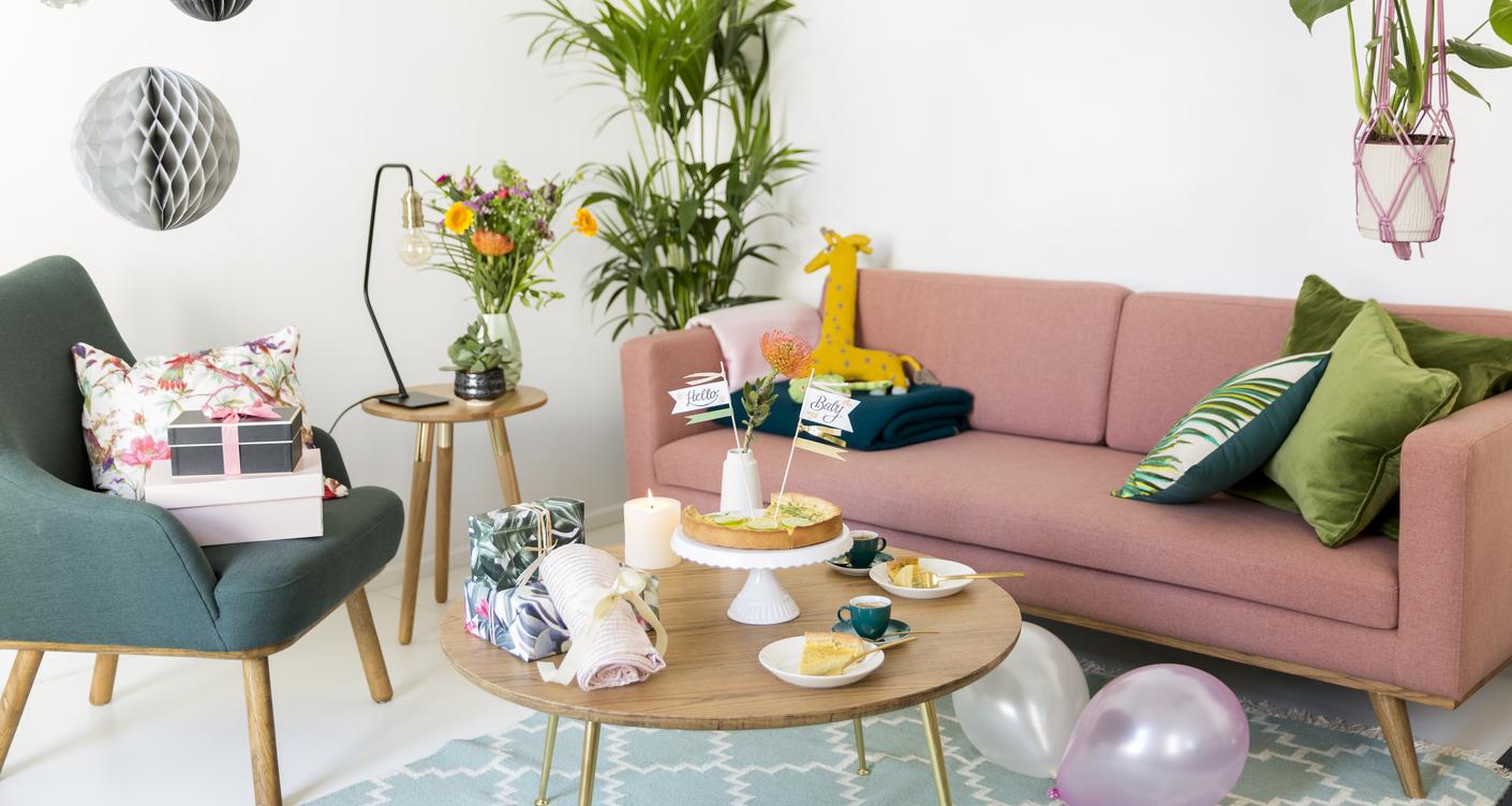 Babyparty Babyshower Wohnzimmer Dekoration Living Wohnen Kuchen Buffet Geschenke Baby Geburt feiern Schwangerschaft
