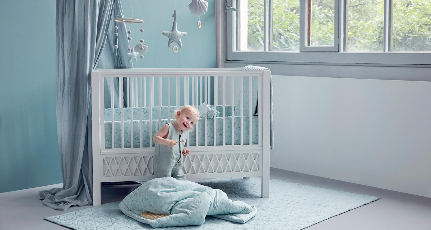 camcamcopenhagen-kinderzimmer-babyzimmer-erstausstattung-babybett-babydecke-betthimmel
