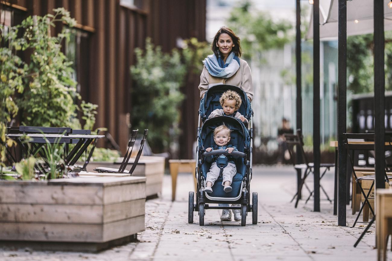 Mit Kinderwagen in der Stadt