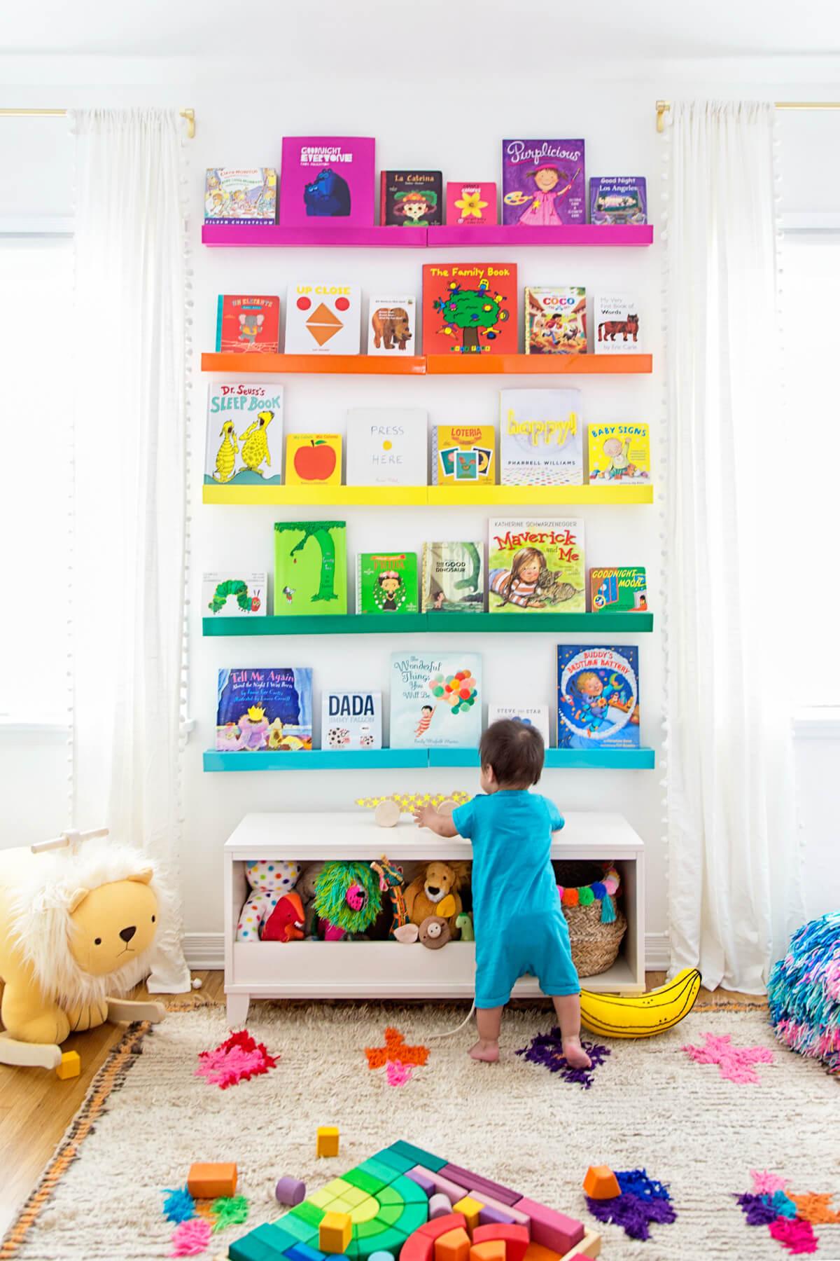 Regenbogen Bücherregal